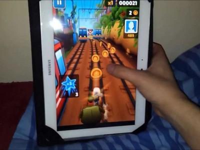 Игра ориентирована на вертикальное расположение планшета